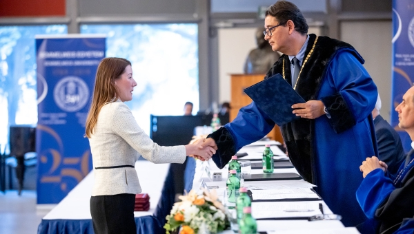 FOHNEU President received Honorary College Associate Professor title